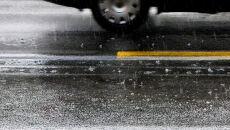 Deszcz i gołoledź na drogach zachodu