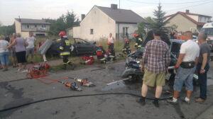"""Czołowe zderzenie w Ossowie.  """"2 osoby nie żyją, 7 rannych"""""""