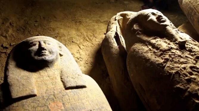 Dwunastometrowa studnia, a w niej 13 sarkofagów. Zachowały się w doskonałym stanie