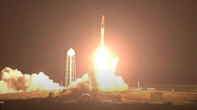 Space X. Falcon 9 wystartował z przylądku Canaveral na Florydzie