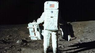 """""""To mały krok człowieka, ale wielki skok ludzkości"""". 45 lat temu Armstrong postawił stopę na Księżycu"""