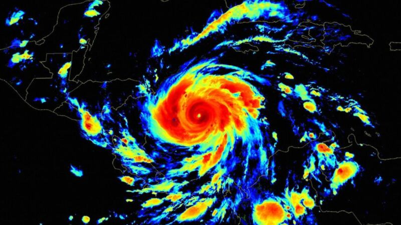 Zdjęcie satelitarne huraganu Iota (NOAA)